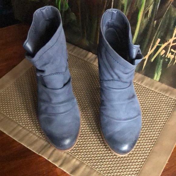 Fergie Monet Suede Ankle Boot Snap Gray Tan 6.5